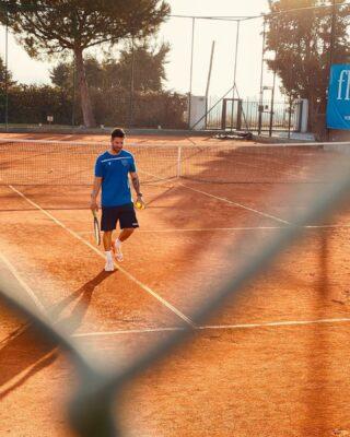 𝘠𝘰𝘶 𝘢𝘵𝘵𝘳𝘢𝘤𝘵 𝘵𝘩𝘦 𝘦𝘯𝘦𝘳𝘨𝘺 𝘵𝘩𝘢𝘵 𝘺𝘰𝘶 𝘨𝘪𝘷𝘦 𝘰𝘧𝘧 . 𝘚𝘱𝘳𝘦𝘢𝘥 𝘨𝘰𝘰𝘥 𝘷𝘪𝘣𝘦𝘴 . 𝘛𝘩𝘪𝘯𝘬 𝘱𝘰𝘴𝘪𝘵𝘪𝘷𝘦𝘭𝘺 . 𝘌𝘯𝘫𝘰𝘺 𝘭𝘪𝘧𝘦 . ✅ #goodvibes #lesraquettes #tennisacademy #thinkpositive #positiveenergy #skg #thermi #thessaloniki #tennislife #claycourt #centralcourt #tenniscoach #coach #tenniskids #tennisaddict