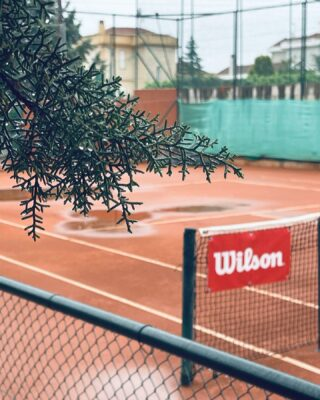 𝘞𝘪𝘵𝘩𝘰𝘶𝘵 𝘳𝘢𝘪𝘯, 𝘵𝘩𝘦𝘳𝘦 𝘪𝘴 𝘯𝘰 𝘭𝘪𝘧𝘦 ! ☔️  #rainyday #rainydays #tennisday #rainytennis #tenniscourt #tennislife #tennislove #tennisworld #lesraquettes #tennisacademy #tennisaddict #withoutrainthereisnolife #skg #thermi #thessaloniki