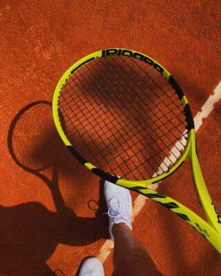 𝘐'𝘮 𝘨𝘰𝘪𝘯𝘨 𝘵𝘰 𝘩𝘢𝘷𝘦 𝘵𝘰 𝘱𝘪𝘤𝘬 𝘮𝘺 𝘴𝘩𝘰𝘵𝘴 𝘢𝘯𝘥 𝘱𝘭𝘢𝘺 𝘨𝘳𝘦𝘢𝘵 𝘵𝘦𝘯𝘯𝘪𝘴 !  #playingtennis #pickmyshot #tennis #claycourt #tennisacademy #thessaloniki #thermi #lesraquettes #sport #tenniskids #tennisadults #skg #greece #play #great