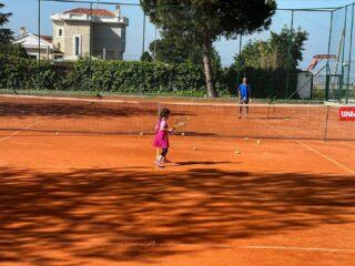 𝘞𝘦'𝘳𝘦 𝘣𝘢𝘤𝘬 𝘪𝘯 𝘤𝘰𝘶𝘳𝘵 ! 🎾 #wereback #tennis #tennistime #academy #joinus #tennisacademy #tennislife #tennislessons #tenniskids #tennislove #skg #thessaloniki