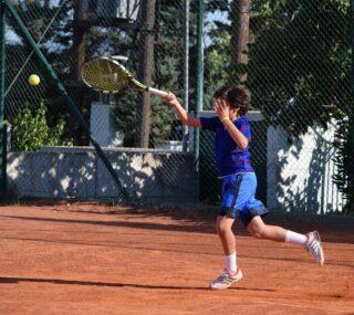 🆘𝘚𝘱𝘳𝘪𝘯𝘨 𝘪𝘴 𝘥𝘦𝘥𝘪𝘤𝘢𝘵𝘦𝘥 𝘵𝘰 𝘰𝘶𝘳 𝘧𝘢𝘷𝘰𝘳𝘪𝘵𝘦 𝘴𝘶𝘳𝘧𝘢𝘤𝘦, 𝘤𝘭𝘢𝘺‼️ #claytime #tennis #claycourt #tennisacademy #skg #greece #tennislife #tenniskids #forehand #tenniscourt #lesraquettes