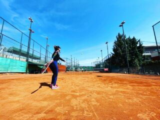 🔌𝘙𝘦𝘤𝘩𝘢𝘳𝘨𝘦 𝘺𝘰𝘶𝘳𝘴𝘦𝘭𝘧 𝘢𝘴 𝘮𝘶𝘤𝘩 𝘢𝘴 𝘺𝘰𝘶 𝘤𝘩𝘢𝘳𝘨𝘦 𝘺𝘰𝘶𝘳 𝘱𝘩𝘰𝘯𝘦 ! 📱 #recharge #rechargeyoursoul #rechargeyourself #positivevibes #positivethinking #playingtennis #tennis #sport #tennislife #tenniscourt #tennisgirl #tennisacademy #tennisclub #skg #greece #thessaloniki #bluesky #feel #feelfree