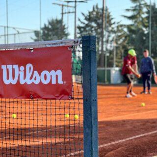 𝘏𝘦𝘺 𝘺𝘰𝘶 .. 𝘋𝘰𝘯'𝘵 𝘨𝘪𝘷𝘦 𝘶𝘱, 𝘰𝘬𝘢𝘺? 🤞 #keeplearning #keepgrowing #tennisacademy #sport #dontgiveup #lesraquettes #tennis #skg #greece #tenniscoach #tenniscourt