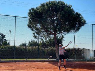 𝘏𝘢𝘳𝘥 𝘸𝘰𝘳𝘬 𝘢𝘯𝘥 𝘵𝘳𝘢𝘪𝘯𝘪𝘯𝘨! 𝘛𝘩𝘦𝘳𝘦'𝘴 𝘯𝘰 𝘴𝘦𝘤𝘳𝘦𝘵 𝘧𝘰𝘳𝘮𝘶𝘭𝘢! 💪🏾 #tennis #tenniscourt #tennisplayer #hardwork #training #trainhard #keeppracticing #tennistraining #coaching #lesraquettestennisacademy #skg #greece #tennisthessaloniki #tennisgreece #tennisacademy