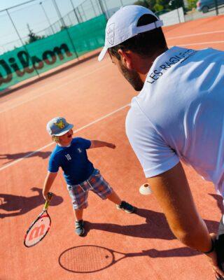 𝘠𝘰𝘶 𝘢𝘳𝘦 𝘮𝘢𝘬𝘪𝘯𝘨 𝘢 𝘥𝘪𝘧𝘧𝘦𝘳𝘦𝘯𝘤𝘦 𝘪𝘯 𝘢 𝘤𝘩𝘪𝘭𝘥'𝘴 𝘭𝘪𝘧𝘦 𝘦𝘷𝘦𝘳𝘺 𝘥𝘢𝘺 ! 🔮 #kids #kidslife #tenniskid #tenniskids #childlife #tennis #training #learning #coaching #lesraquettes #tennisacademy #tennislove #skg #greece #makeadifference #lesraquettestennisacademy #tenniscoach #tennisball #inspiration #inspire #inspirekids