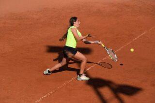 💯𝘛𝘩𝘦 𝘰𝘯𝘭𝘺 𝘵𝘦𝘯𝘯𝘪𝘴 𝘱𝘭𝘢𝘺𝘦𝘳 𝘺𝘰𝘶 𝘴𝘩𝘰𝘶𝘭𝘥 𝘤𝘰𝘮𝘱𝘢𝘳𝘦 𝘺𝘰𝘶𝘳𝘴𝘦𝘭𝘧 𝘵𝘰, 𝘪𝘴 𝘵𝘩𝘦 𝘰𝘯𝘦 𝘺𝘰𝘶 𝘶𝘴𝘦𝘥 𝘵𝘰 𝘣𝘦❕ #tennisladies #tennisquotes #tennislife #lesraquettestennisacademy #tennisacademy #joinus #skg #skgtennis #greecetennis #playtennis #tennislove