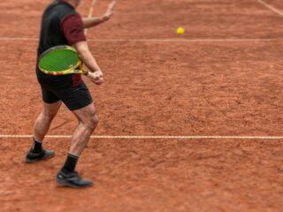 🛑𝘍𝘰𝘤𝘶𝘴, 𝘴𝘵𝘢𝘺 𝘰𝘯 𝘵𝘳𝘢𝘤𝘬, 𝘪𝘮𝘱𝘳𝘰𝘷𝘦 𝘺𝘰𝘶𝘳 𝘴𝘬𝘪𝘭𝘭𝘴 𝘢𝘯𝘥 𝘦𝘯𝘫𝘰𝘺 𝘵𝘩𝘦 𝘨𝘢𝘮𝘦 𝘸𝘩𝘪𝘭𝘦 𝘳𝘦𝘮𝘢𝘪𝘯𝘪𝘯𝘨 𝘴𝘢𝘧𝘦‼️ #tennistime #stayontrack #lesraquettestennisacademy #tennisacademy #focus #improveyourskills #skg #greece #tennislife #claycourt #tennis #tennisplayer #tennisquotes