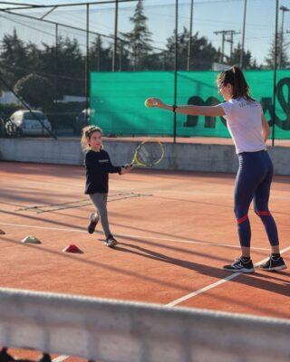 𝘐𝘵'𝘴 𝘯𝘰𝘵 𝘩𝘰𝘸 𝘣𝘪𝘨 𝘺𝘰𝘶 𝘢𝘳𝘦 𝘪𝘵'𝘴 𝘩𝘰𝘸 𝘣𝘪𝘨 𝘺𝘰𝘶 𝘱𝘭𝘢𝘺 ☑️ #tenniskids #tenniscoach #lesraquettestennisacademy #tennisacademy #tennislife #skg #greece #thessaloniki #lesson #tennislessons #tennislove #tennisgirl #tennislover #tennisball