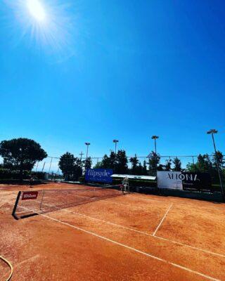 𝘚𝘶𝘤𝘩 𝘢 𝘣𝘦𝘢𝘶𝘵𝘪𝘧𝘶𝘭 𝘥𝘢𝘺..!! ☀️  #springday #tennisday #funday #tennisacademy #tennisclub #tennislife #tenniscourt #skg #greece #thessaloniki #beautifulday #lesraquettes #bluesky #blue #claycourt #courtone #joinus