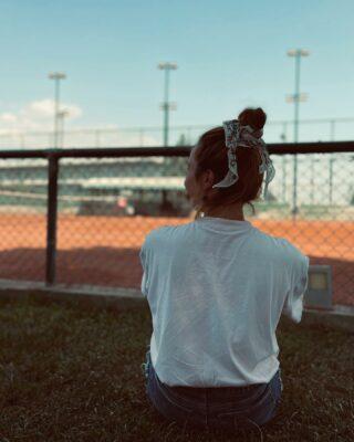 𝘍𝘦𝘦𝘭 𝘵𝘩𝘦 𝘨𝘰𝘰𝘥 𝘷𝘪𝘣𝘦𝘴 𝘢𝘯𝘥 𝘭𝘦𝘵 𝘺𝘰𝘶𝘳 𝘮𝘪𝘯𝘥 𝘸𝘰𝘯𝘥𝘦𝘳 𝘪𝘯 𝘵𝘩𝘦 𝘴𝘦𝘳𝘦𝘯𝘪𝘵𝘺 𝘰𝘧 𝘯𝘢𝘵𝘶𝘳𝘦 ! 🌳🎾 #feelfree #feelgood #lesraquettes #lesraquettestennisacademy #tennisacademy #tennisclub #green #nature #tennis #tennislove #mindandbody #outdoors #thegreatoutdoors #behealthy #behappy #skg #greece #thessaloniki #positiveenergy