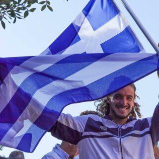 🇬🇷 𝘒𝘦𝘦𝘱 𝘵𝘩𝘦 𝘧𝘭𝘢𝘨 𝘧𝘭𝘺𝘪𝘯𝘨 𝘩𝘪𝘨𝘩 !  Χρόνια Πολλά Ελλάδα ! 🇬🇷  #xroniapollaellada #1821_2021 #flag #greece #proudtobegreek #200years