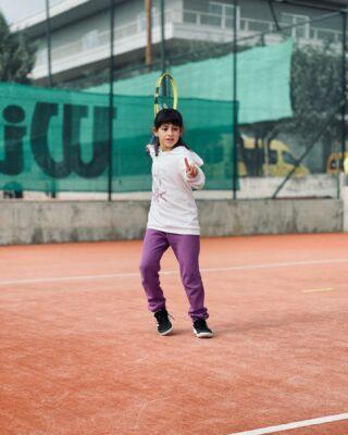 𝘗𝘭𝘢𝘺 𝘪𝘴 𝘰𝘶𝘳 𝘣𝘳𝘢𝘪𝘯'𝘴 𝘧𝘢𝘷𝘰𝘳𝘪𝘵𝘦 𝘸𝘢𝘺 𝘰𝘧 𝘭𝘦𝘢𝘳𝘯𝘪𝘯𝘨!  #tenniskids #lesraquettes #tennisplayer #tennisacademy #skg #greece #tennislove #tennislessons #tennistime #tennistraining #academia #learning