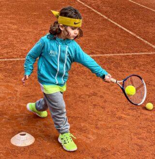 𝘏𝘢𝘱𝘱𝘺 𝘚𝘶𝘯𝘥𝘢𝘺 🌞 #tennissunday #happysunday #tennis #tenniskids #tennislife #playtennis #skg #lesraquettes #tennisacademy #tenniscourt  #tennislessons