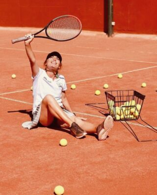 𝘓𝘦𝘵 𝘵𝘩𝘦 𝘴𝘶𝘯 𝘴𝘩𝘪𝘯𝘦 𝘰𝘯 𝘺𝘰𝘶𝘳 𝘴𝘰𝘶𝘭 ☀️  #sunnyday #sun #letthesunshine #tennis #tenniscourt #tennisacademy #tennisclub #claycourt #tennisballs #lesraquettes #lesraquettestennisacademy #lesraquettestennisclub #skg #thessaloniki #thermi #play #havefun #feelfree #soul