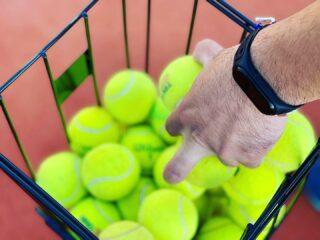 𝘗𝘳𝘢𝘤𝘵𝘪𝘤𝘦 𝘪𝘴𝘯'𝘵 𝘵𝘩𝘦 𝘵𝘩𝘪𝘯𝘨 𝘺𝘰𝘶 𝘥𝘰 𝘰𝘯𝘤𝘦 𝘺𝘰𝘶'𝘳𝘦 𝘨𝘰𝘰𝘥. 𝘐𝘵'𝘴 𝘵𝘩𝘦 𝘵𝘩𝘪𝘯𝘨 𝘺𝘰𝘶 𝘥𝘰 𝘵𝘩𝘢𝘵 𝘮𝘢𝘬𝘦𝘴 𝘺𝘰𝘶 𝘨𝘰𝘰𝘥 ! 🎾 #training #tennis #practice #tennisacademy #improvement #makesyougood #makesyouhappy #lesraquettes #lesraquettestennisacademy #lesraquettestennisclub #tennislife #tennislove #tennispassion #tennisparadise #skg #greece #thessaloniki #thermi
