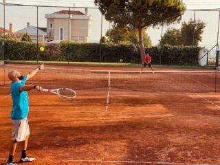 🆘 𝘉𝘦 𝘧𝘢𝘪𝘳 !  #matchtime #tennismatch #tennislife #lovetennis #lesraquettes #lesraquettestennisacademy #tenniscourt #beautifulplace #beautifultenniscourt #amazingcourt #skg #thessaloniki #greece #claycourt #befair