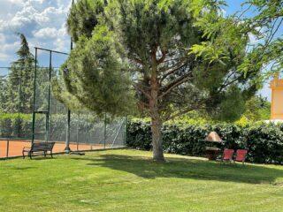 𝘌𝘯𝘫𝘰𝘺 𝘺𝘰𝘶𝘳 𝘵𝘪𝘮𝘦 𝘪𝘯 𝘵𝘩𝘦 𝘊𝘭𝘶𝘣'𝘴 𝘨𝘢𝘳𝘥𝘦𝘯 ❇️ #ourgarden #green #nature #naturelover #lesraquettes #lesraquettestennisacademy #lesraquettestennisclub #enjoy #relax #explore #skg #greece #thessaloniki #thermi