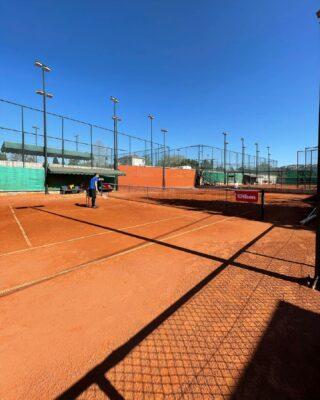 🎾𝘛𝘩𝘪𝘴 𝘪𝘴 𝘏𝘢𝘱𝘱𝘪𝘯𝘦𝘴𝘴 💙 #happiness #tennis #bluesky #tenniscourt #lesraquettes #tennisacademy #skg #greece #tennislife #beautifulplace #thessaloniki #tennislove #claycourt