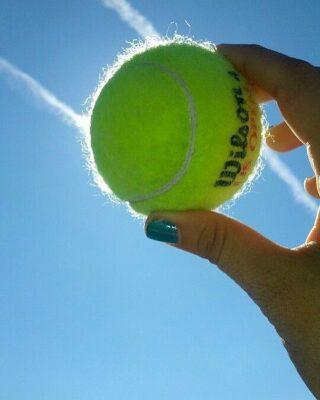 𝘏𝘰𝘱𝘦 𝘪𝘴 𝘣𝘦𝘪𝘯𝘨 𝘢𝘣𝘭𝘦 𝘵𝘰 𝘴𝘦𝘦 𝘵𝘩𝘢𝘵 𝘵𝘩𝘦𝘳𝘦 𝘪𝘴 𝘭𝘪𝘨𝘩𝘵 𝘥𝘦𝘴𝘱𝘪𝘵𝘦 𝘢𝘭𝘭 𝘰𝘧 𝘵𝘩𝘦 𝘥𝘢𝘳𝘬𝘯𝘦𝘴𝘴 ! 🙏 #hope #holdon #positivevibes #tennis #tennisclub #tennisacademy #lesraquettes #lesraquettestennisacademy #light #thereislight #tennisball