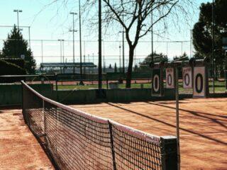 🧡𝘏𝘢𝘱𝘱𝘺 𝘚𝘶𝘯𝘥𝘢𝘺 𝘌𝘷𝘦𝘳𝘺𝘰𝘯𝘦! 𝘓𝘦𝘵 𝘺𝘰𝘶𝘳 𝘮𝘰𝘳𝘯𝘪𝘯𝘨 𝘣𝘦 𝘣𝘭𝘦𝘴𝘴𝘦𝘥 𝘢𝘯𝘥 𝘺𝘰𝘶𝘳 𝘥𝘢𝘺 𝘣𝘦 𝘢𝘮𝘢𝘻𝘪𝘯𝘨 ! #happysunday #sundayvibes #sundaymornings #mood #tennistime #familytennis #tennis #tennislove #tennislife #tennisacademy #tenniscourt #tennisclub #tenniscourt #skg #greece #thessaloniki