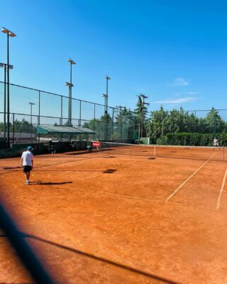 🌡 𝘐𝘵'𝘴 𝘴𝘶𝘮𝘮𝘦𝘳 !! 𝘉𝘦 𝘧𝘳𝘦𝘦 𝘢𝘯𝘥 𝘩𝘢𝘱𝘱𝘺! #summer #summervibes #tennis #tennislife #lesraquettes #lesraquettestennisacademy #tennisacademy #skg #thessaloniki #greece #sunnyday #hotdays