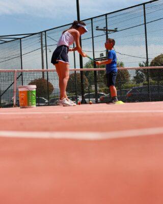 𝙍𝙚𝙨𝙩 𝙤𝙛𝙛, 𝙩𝙚𝙣𝙣𝙞𝙨 𝙤𝙣 ! 💡 #tennistime #tenniskid #tennislessons #tennisacademy #academia #tennisplayer #skg #greece #thessaloniki #tennismodeon