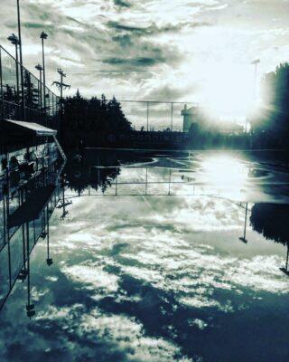  𝘠𝘰𝘶 𝘤𝘢𝘯 𝘵𝘰𝘶𝘤𝘩 𝘵𝘩𝘦 𝘴𝘬𝘺 🌧 #touchthesky #rainyday #mirrorphotography #mirroring #tenniscourt #tennisandrain #tennisacademy #claycourt #clouds #sky #tennislife #tennislove #skg #greece #thessaloniki #youcantouchthesky