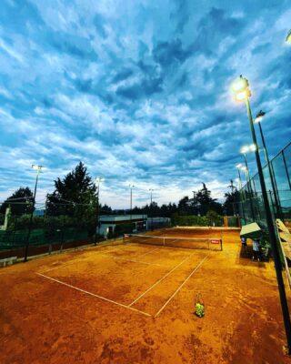 """𝘚𝘰𝘮𝘦𝘵𝘪𝘮𝘦𝘴 𝘺𝘰𝘶 𝘸𝘪𝘯, 𝘴𝘰𝘮𝘦𝘵𝘪𝘮𝘦𝘴 𝘺𝘰𝘶 𝘭𝘰𝘴𝘦, 𝘴𝘰𝘮𝘦𝘵𝘪𝘮𝘦𝘴 𝘪𝘵 𝘳𝘢𝘪𝘯𝘴 "" 🌧  #rainyday #clouds #tennisacademy #tennisclub #tenniscourt #sky #lesraquettes #lesraquettestennisacademy #lesraquettestennisclub #thessaloniki #skg #thermi #claycourt #courtno5 #tennislove #tennislife #amazing #placestovisit #sport #nightphotography #nightsky #ligths"